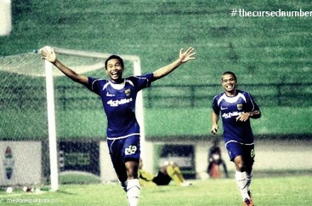 [from the entire universe] Persib 3-2 Persik
